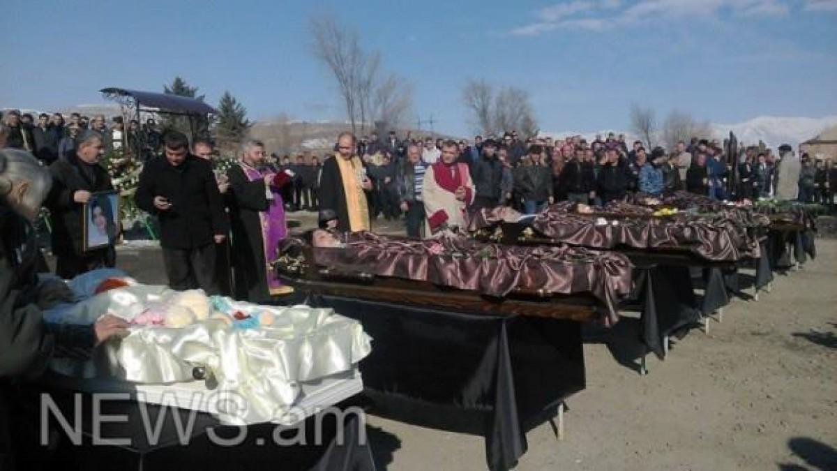 სომხური ტრაგედია-ავეტისიანების ოჯახის დაკრძალვის კადრები ვრცელდება