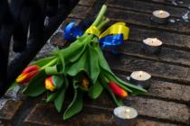 აშშ-ს ელჩმა ნემცოვის დაღუპვის ადგილი უკრაინული თაიგულით შეამკო