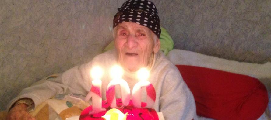 ასი წლის ქალბატონი უკეთეს ცხოვრებაზე ოცნებობს