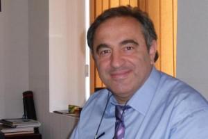 """საქართველო-ისრაელის ბიზნეს პალატის პრეზიდენტი იციკ მოშე გამოდის ინიციატივით, საქართველოს მთავრობაში გამოიყოს კონკრეტული პირი ისრაელელი ინვესტორებისთვის. ამის შესახებ ნათქვამია იციკ მოშეს მიერ გავრცელებულ განცხადებაში.  """"მსურს გამოვეხმაურო ისრაელელი ინვესტორის - მეირ შავიტისა და მისი კომპანიების გახმაურებულ საქმეს.  ჩემს მიზანს არ წარმოადგენს საგამოძიებო სამსახურის კომპეტენციაში შეჭრა, თუმცა კატეგორიულად ვეწინააღმდეგები კომპანიებში საგამოძიებო სამსახურის რამდენიმეთვიან ყოფნას, რაც ბიზნესზე ზეწოლის განხორციელების მცდელობის ნიშნებს შეიცავს.  ამასთან, მიმაჩნია, რომ ბიზნესისადმი და მით უფრო უცხოელი ინვესტორისადმი, ასეთი დამოკიდებულება ერთმნიშვნელოვნად ეწინააღმდეგება საქართველოს ხელისუფლებისა და პირადად პრემიერ-მინისტრის მიერ ბიზნეს ფორუმებზე არაერთგზის გაცხადებულ პრინციპს, რომ სწორედ ისინი იქნებოდნენ ინვესტორთა დაცვისა და ხელშეწყობის გარანტორი.  ჩვენ არ გვაქვს იმის ფუფუნება, ინვესტორს ქვეყნიდან წასვლა ვაიძულოთ და იმედი გვქონდეს, რომ მის ადგილს შემდეგ სხვა ინვესტორები დაიკავებენ, მაშინ როდესაც არამხოლოდ საქართველო, არამედ სხვა ქვეყნებიც პირადი ინვესტიციების დიდ დეფიციტს განიცდიან.  იმ შემთხვევაში, როდესაც კანონი ორგვარად განმარტების შესაძლებლობას იძლევა, მაქსიმალურად უნდა ვეცადოთ, რომ ის ბიზნესის სასიკეთოდ იქნეს გამოყენებული, რადგან ბიზნესისა და სახელმწიფოს ინტერესი ერთია და კმაყოფილი ინვესტორი წარმატებულ ეკონომიკას ნიშნავს.  არსებული ვითარებიდან საუკეთესო გამოსავლად მიმაჩნია, საქართველოს მთავრობაში კონკრეტული პიროვნების გამოყოფა, რომელიც ისრაელელი ინვესტორებისთვის, მსგავსი პრობლემების შემთხვევაში, იქნება საკონტაქტო პირი, რომელსაც ყოველგვარი ბიუროკრატიული პროცედურების გარეშე შეეძლება საჭირო უწყებებს ინვესტორების პრობლემები და ინტერესები გააცნოს. საკონტაქტო პირის დახმარებით ამ უწყებების მხრიდან რეაგირებაც უფრო სწრაფი იქნება, შესაბამისად საკითხი არ გახდება პრესის მხრიდან კრიტიკისა და საზოგადოებრივი განხილვის საგანი.  უნდა აღინიშნოს, რომ მსგავსი პრაქტიკა უკვე დანერგა თბილისის მერმა, დავით ნარმანიამ.  ქვეყანაში არსებული დაუსრულებელი გარდამავალი პერიოდები პირდაპირ ზეგავლენას ა"""