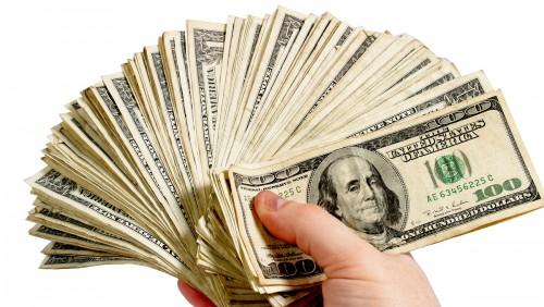 რუსეთში დოლარს აკრძალავენ: რუსების ანგარიშები ავტომატურად დაიხურება, აღმოჩენილი დოლარები კი ჩამოერთმევათ
