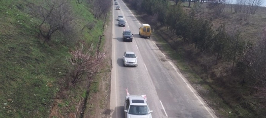 """კახეთიდან თბილისში """"ნაციონალური მოძრაობის"""" მხარდამჭრები 150-მანქანიანი კოლონით მოემართებიან"""