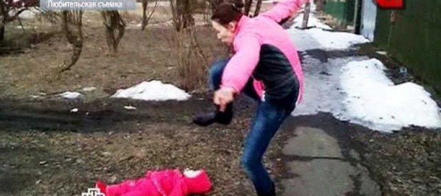 ქმრის ჯინაზე ნაწამები ბავშვი (ვიდეო)