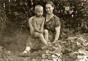 Vladimir_Putin_with_his_mother