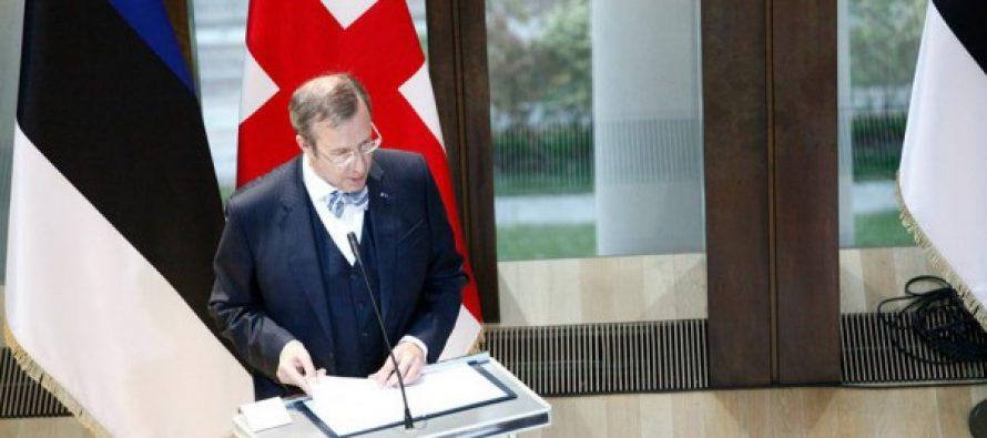 ესტონეთის პრეზიდენტმა გმირთა მემორიალი გვირგვინით შეამკო