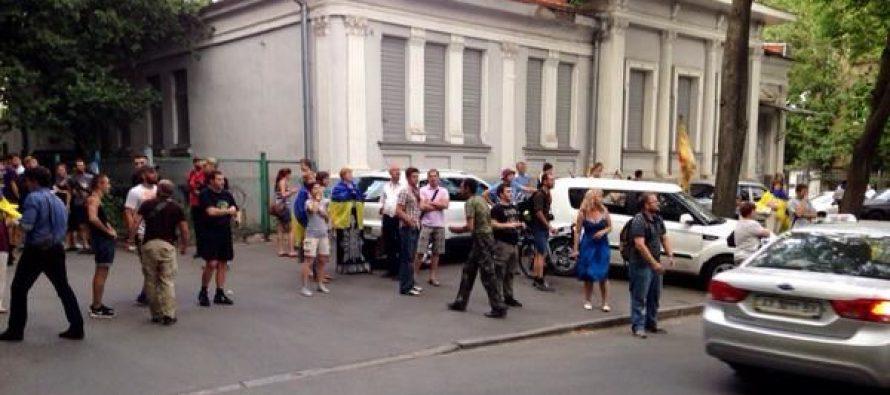 ხარკოველმა აქტივისტებმა რუსეთის საკონსულო შეღებეს
