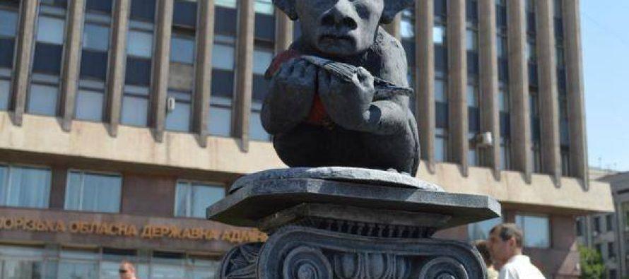 ზაპაროჟიეში დადგმულმა ძეგლმა მსოფლიო შოკში ჩააგდო+ფოტო