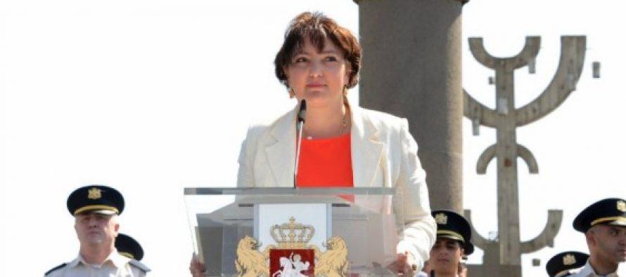 თავდაცვის მინისტრი ნინო ბურჯანაძეს პასუხობს