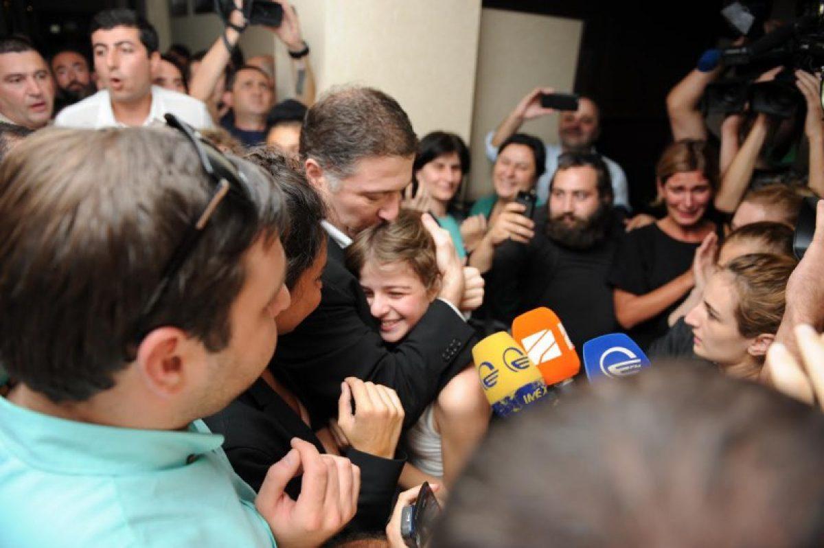 """15 თვიანი პატიმრობის დასასრული–""""თაიმერის"""" ფოტორეპორტაჟი"""