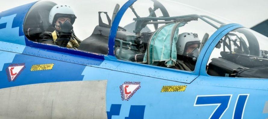 პოროშენკომ Су-27-ით იფრინა… (VIDEO)