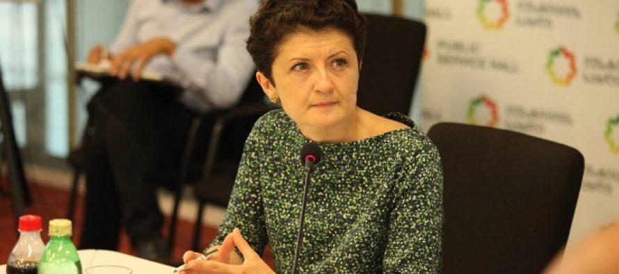 იუსტიციის მინისტრი ქართული ენის შემსწავლელი კურსების მსმენელებს სერტიფიკატებს გადასცემს