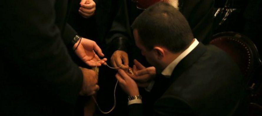 პატრიარქმა ირაკლი ღარიბაშვილს საკუთარი გულის ჯვარი უსახსოვრა (ფოტო)