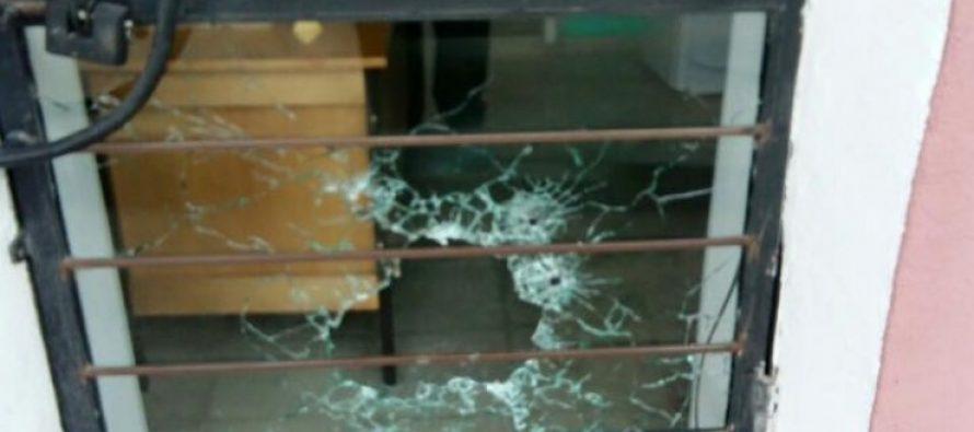 """დედოფლისწყაროში """"ნაციონალური მოძრაობის"""" ოფისი დაცხრილეს (ფოტო)"""