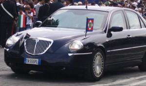 იტალიის პრეზიდენტი -სერჯიო მატარელა Lancia Thesis