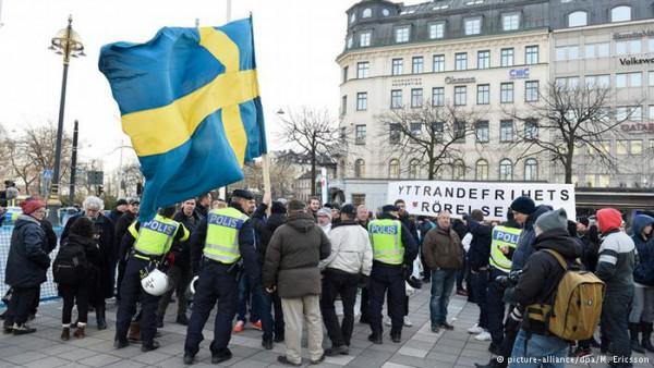 შვედეთში დაახლოებით 100 ნიღბიანი ადამიანი მიგრანტებს დაესხა თავს
