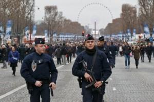 ახალი წლის ღამეს საფრანგეთში 800 მანქანა დაწვეს