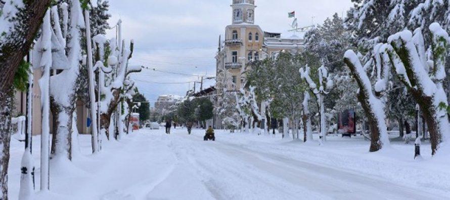 სოხუმში თოვლის გამო ელექტროენერგიის პრობლემა შეიქმნა