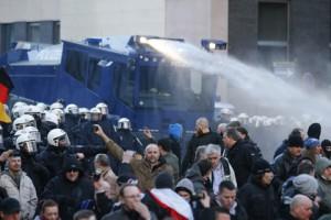 კილნის პოლიციამ ისლამიზაციის საწინააღმდეგო მიტინგი წყლის ჭავლით დაშალა