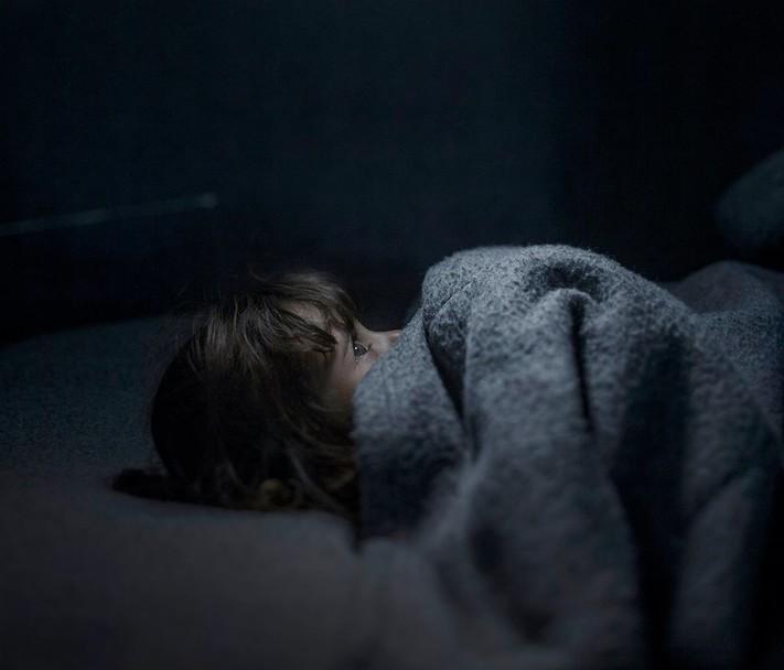შვედმა ფოტოგრაფმა აჩვენა სად ძინავთ სირიელ ბავშვებს