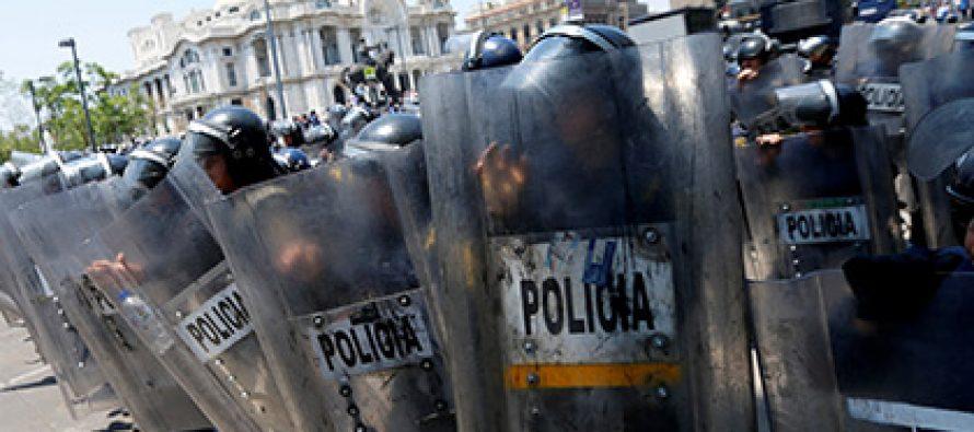 მექსიკელმა მასწავლებლებმა 15 პოლიციელი დაჭრეს და მანქანას ცეცხლი წაუკიდეს