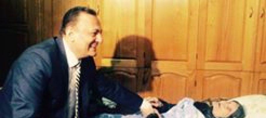 შალვა ნათელაშვილი 101 წლის ფლორა ჩხენკელს სახლში ესტუმრა