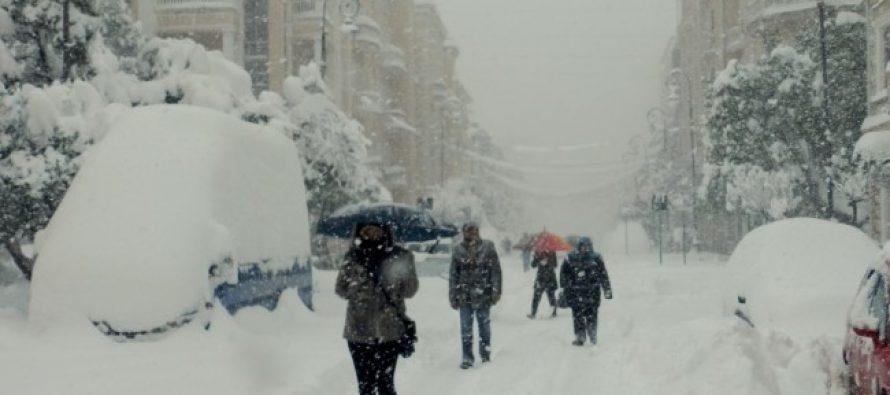 უხვი ნალექისა და გადაუღებელი თოვის გამო ბათუმში პრობლემებია