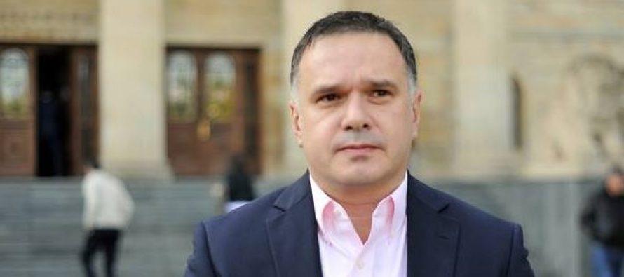 პოროშენკო არის პოლიტიკოსი,რომელიც არასდროს ჩაიდენს პოლიტიკური თვითმკვლელობის