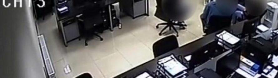 ვიდეოკადრები -დაკავებულ პაკელიანის გაშიშვლება და ზეწოლა პოლიციის განყოფილებაში