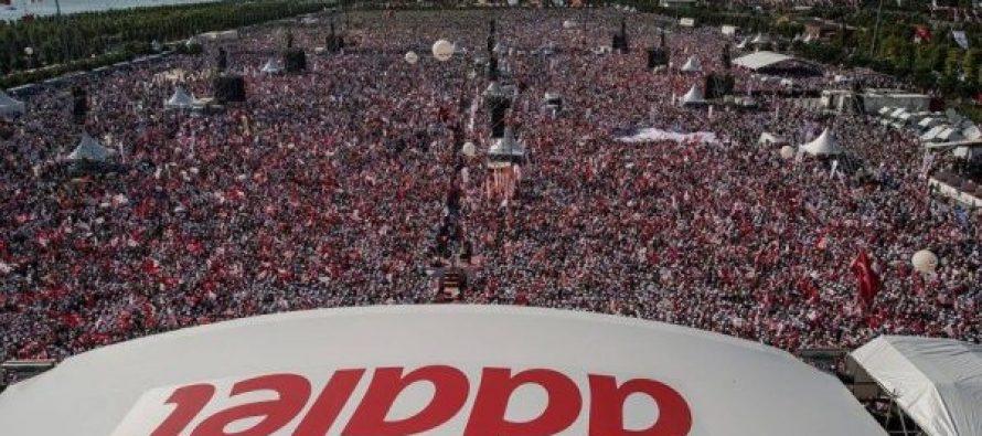 ერდოღანის ოპოზიციამ მიტინგზე მილიონზე მეტი ადამიანი გამოიყვანა (ვიდეო)