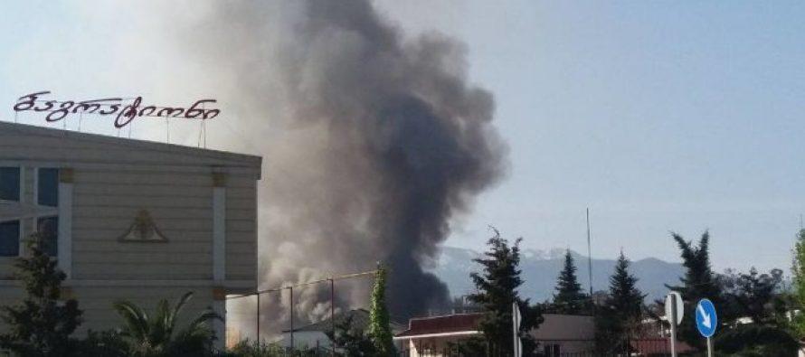 ბათუმში ასლან აბაშიძი ქუჩაზე რამდენიმე წუთის წინ ძლიერი აფეთქება მოხდა