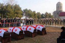 აფხაზეთიდან გადმოსვენებული 20 პირი დიღმის ძმათა სასაფლაოზე, სამხედრო პატივით დაკრძალეს