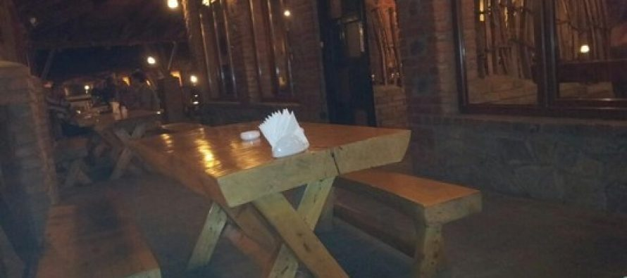"""თბილისში, ვახუშტის ხიდის მახლობლად მდებარე რესტორან """"თაღლაურაში"""" ხანძარია."""