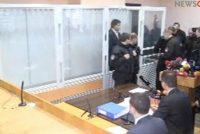 სააკაშვილი სასამართლო დარბაზში შეიყვანეს