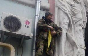 საქართველოს მესამე პრეზიდენტი მიხეილ სააკაშვილი სახურავზე დააკავეს
