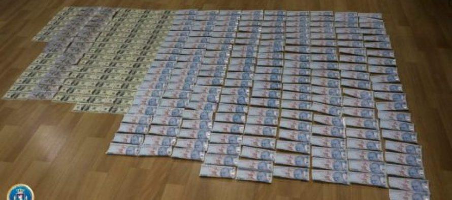 ფინანსთა სამინისტროს საგამოძიებო სამსახურმა ყალბი ფულის შენახვა-გასაღების ფაქტზე სამი პირი დააკავა
