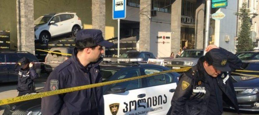 ორბელიანის მოედანზე შენობიდან შუშის ჩამოვარდნის შედეგად 5 ადამიანი დაშავდა, მათ შორის სკოლის მოსწავლეებიც