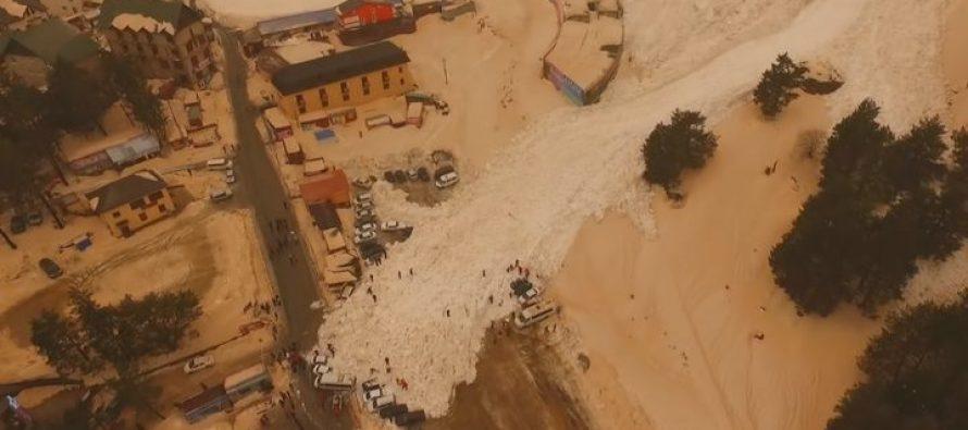 იალბუზიდან ჩამოწოლოლმა ზვავმა მანქანები დაფარა (ვიდეო)