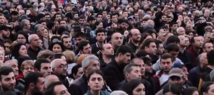 ერევანში სარქსიანის წინააღმდეგ მიტინგზე ათასობით ადამიანი შეიკრიბა