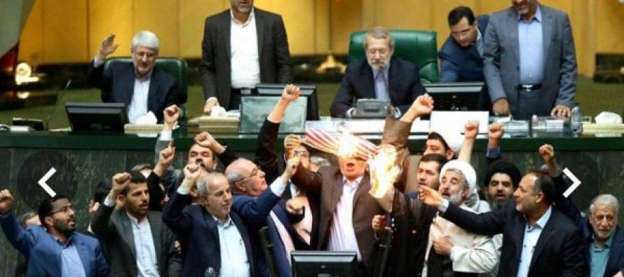 ირანის პარლამენტში დეპუტატებმა აშშ-ს დროშა დაწვეს