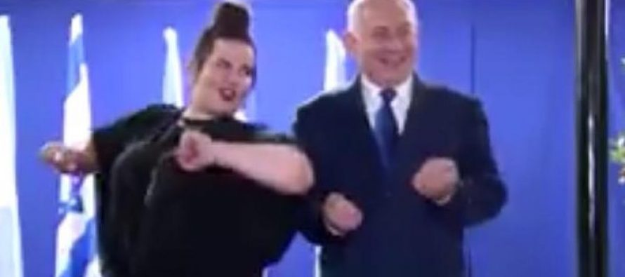 """ისრაელის პრემიერმა """"ევროვიზიის"""" გამარჯვებულთან """"ქათმები"""" იცეკვა (ვიდეო)"""