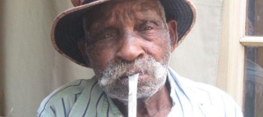 """სამხრეთ აფრიკელ """"მსოფლიო უხუცესს"""" მოწევისთვის თავის დანებება სურს"""