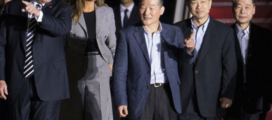 ტრამპი პირადად დახვდა ჩრდილოეთ კორეის ციხიდან განთავისუფლებულებს