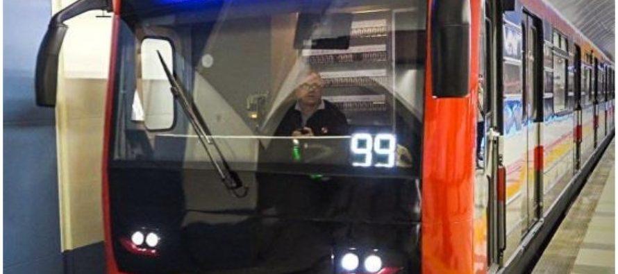 """მეტროსადგურ """"300 არაგველზე"""" მგზავრებს მატარებლის ვაგონი დაატოვებინეს"""