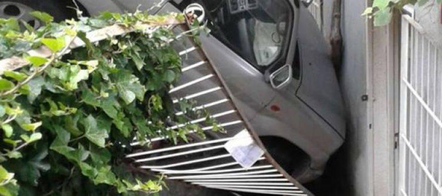 პარლამენტთან პარკირებისას ავტომობილი საცხოვრებელი სახლის შიდა ეზოში ჩავარდა