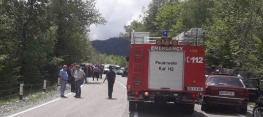 გომბორზე ბავშვებით სავსე ავტობუსი ხევში გადავარდა – გარდაცვლილია 1 მოზარდი