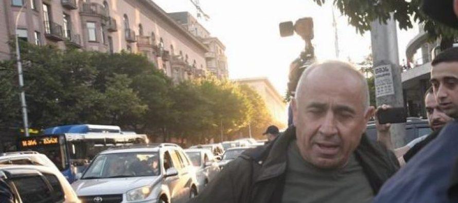 """ფილარმონიასთან """"ქართული მარშის"""" 10-ზე მეტი აქტივისტია დაკავებული"""