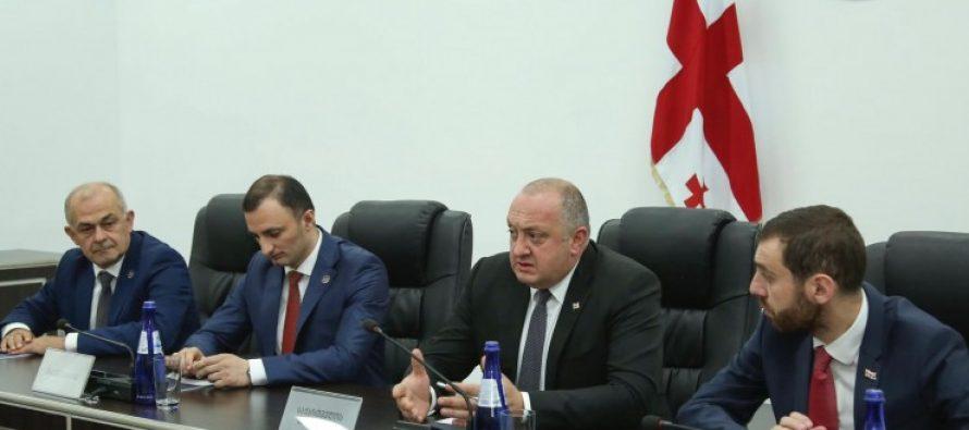 საქართველოს პრეზიდენტი აჭარის ავტონომიური რესპუბლიკის მთავრობის თავმჯდომარის კანდიდატურასთან დაკავშირებით კონსულტაციებს მართავს