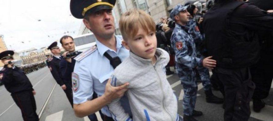 რუსეთში საპროტესტო აქციებზე 1000-ზე მეტი ადამიანი დააკავეს