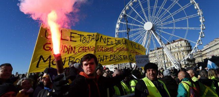 """საფრანგეთში """"ყვითელი ჟილეტების"""" პროტესტზე 80 ათასი ადამიანი გამოვიდა"""