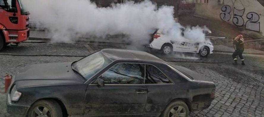 ღვინის აღმართზე პოლიციის ავტომობილს ცეცხლი გაუჩნდა